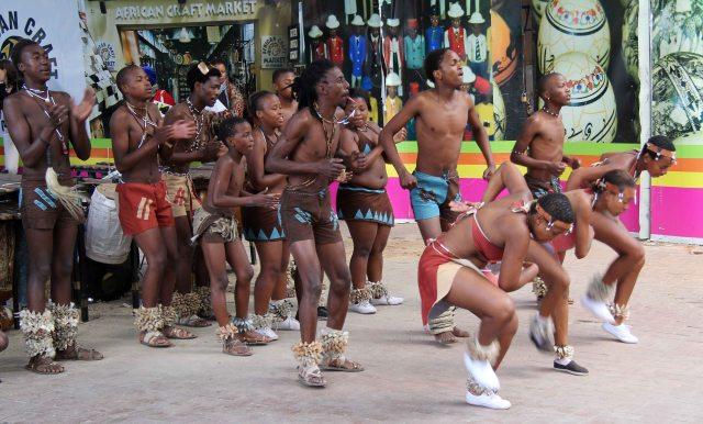 Baloi Bammino dancers outside Africa Market, Rosebank Mall. Photos by Zandile Makhubu (2013.06.10)