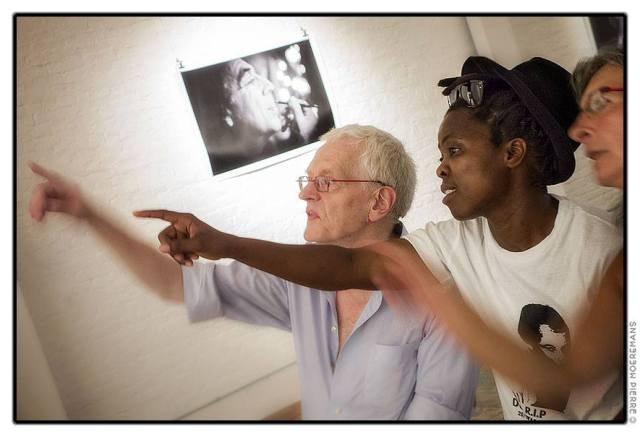 Muholi engaging with gallery guests. Photo by Pierre Moeremans (26.07.2013)