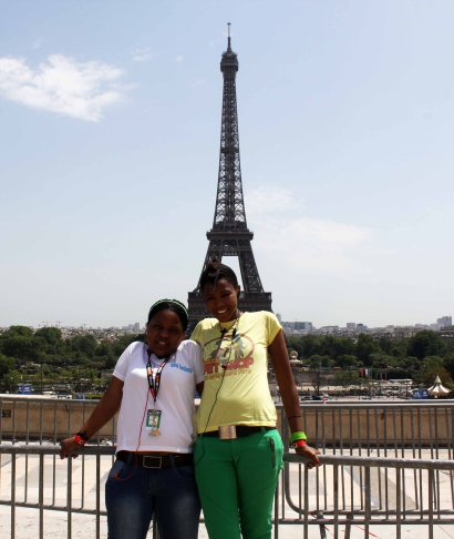 terra in Paris with TFC member_2008
