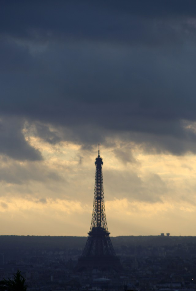 2013 Nov. 4:   Confronting the Eiffel Tower with the lens