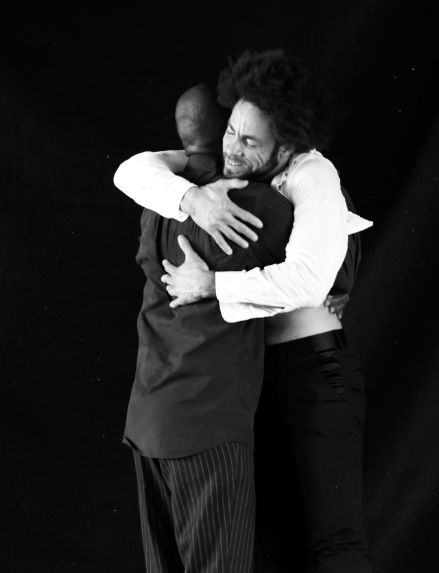 Lucky & Ronnie embrace sm_4604