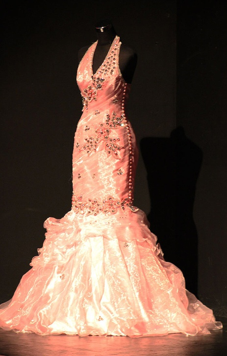 The best dress, as prize for the overall winner