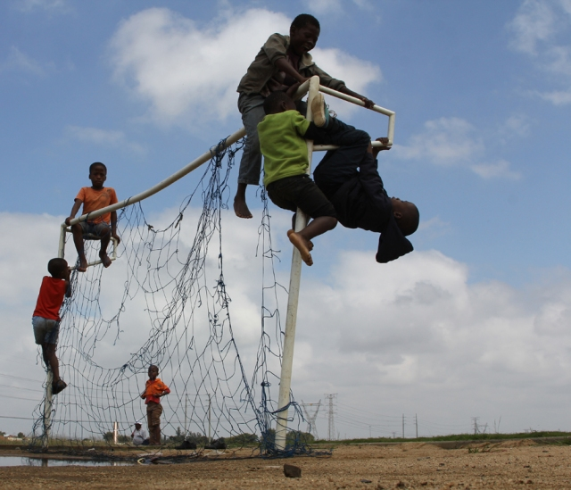 Boys playing with Goal post_0568