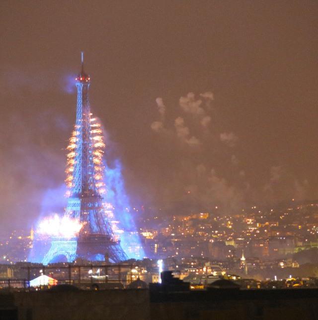eiffel tower blue_4182