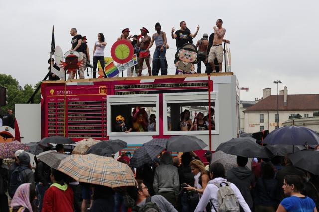 pride float around umbrellas_8945