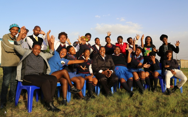 Mpho Nefuri wt Young Female Photographers @ Aurora Girls High School SOWETO_0417