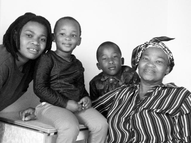 2014 Oct. 26 Vania & Family_00002028