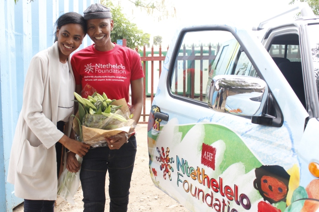 Thokozani gets flowers from Ntethelelo
